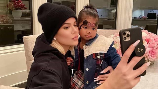 Khloé Kardashian mostra vídeo da filha a dançar