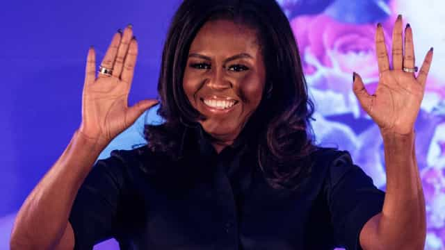 Michelle Obama era assim aos 18 anos! A foto única do baile de finalistas