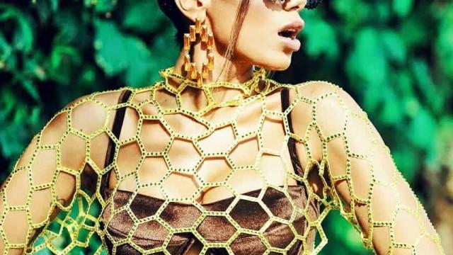 Abelha atrevida! Anitta revela primeira máscara de Carnaval