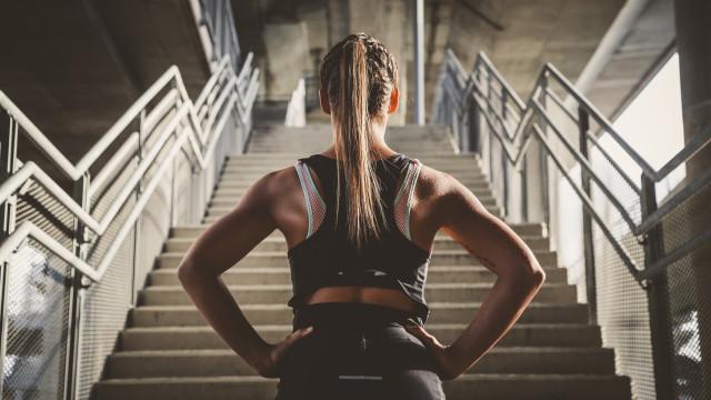 Cinco exercícios cardio de baixo impacto que queimam muitas calorias