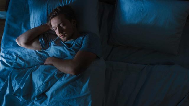 Dormir estas horas diminui o risco de lesões na prática de exercício