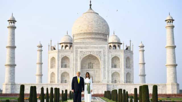 Melania Trump deslumbra com macacão estilo indiano