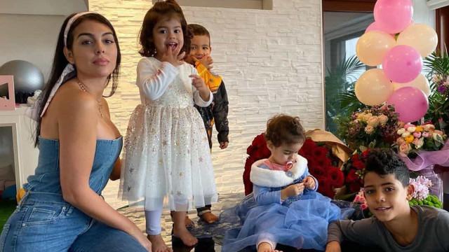 Georgina Rodríguez viaja para Madrid com as crianças