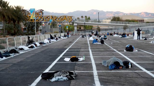 Las Vegas pôs sem-abrigo em parque a céu aberto e em espaços marcados