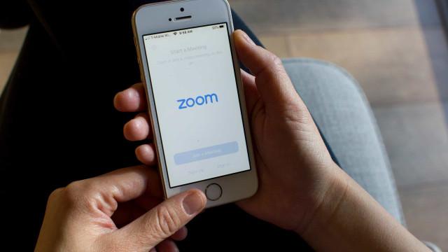 Zoom. A app deixa o seu contacto exposto a desconhecidos