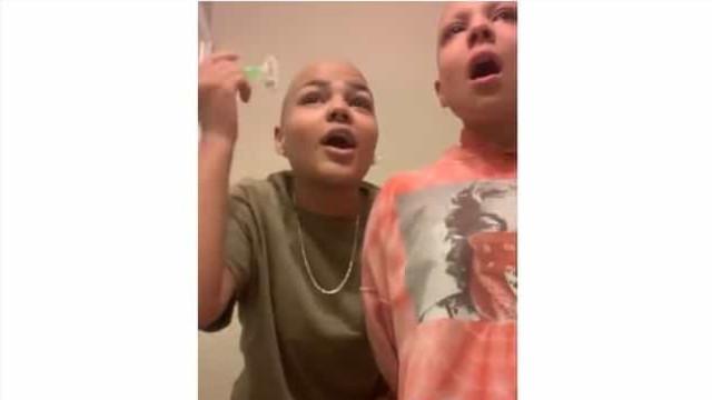 """""""Isto não significa nada"""". Irmã de jovem com cancro rapa as sobrancelhas"""