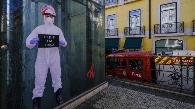 """AO MINUTO: """"Não podemos vacilar""""; Há 9.886 casos e 246 mortes em Portugal"""