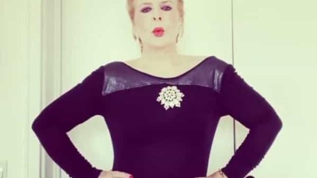 Lili Caneças vestiu-se de gala para celebrar (sozinha) o seu aniversário