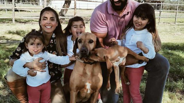"""""""É um pesadelo"""": Carolina Patrocínio tenta fazer atividade com as filhas"""