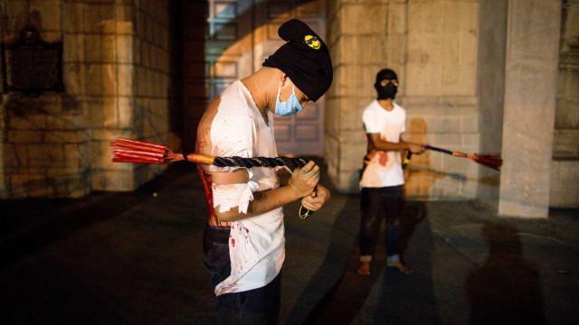 Filipinas mantêm ritual sangrento de Páscoa. Imagens impressionam
