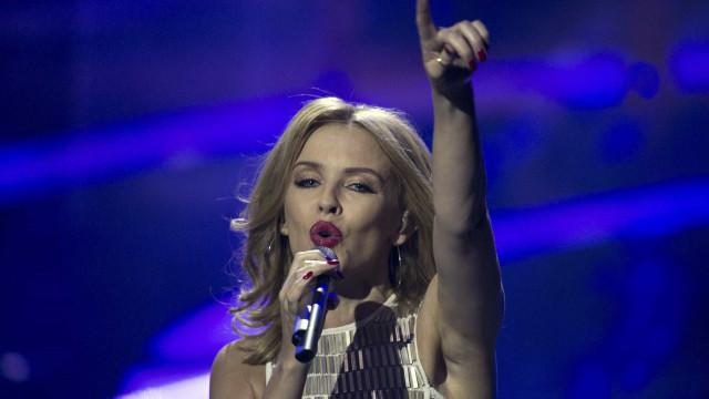 Aos 52 anos, Kylie Minogue dança um dos seus temas de sucesso