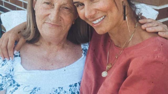 Cláudia Vieira reúne a família na festa de aniversário da mãe