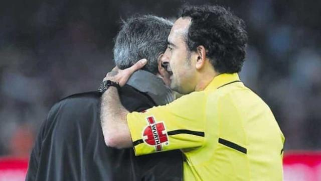 """Árbitro revela aviso a Mourinho: """"Aqui só há um galo e não és tu"""""""