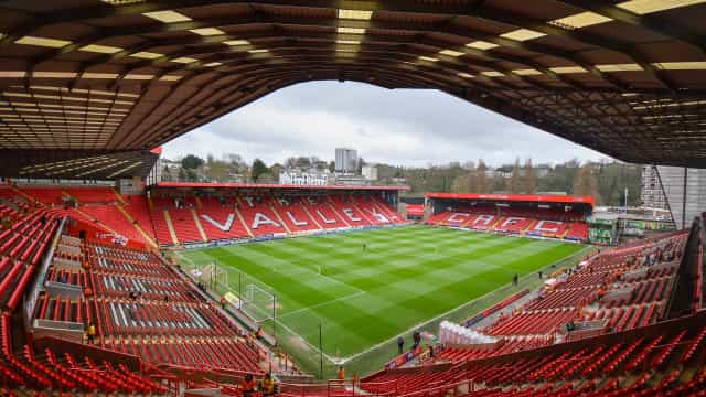 Consórcio português negoceia a aquisição de clube inglês