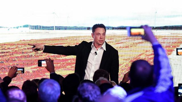 """Elon Musk: """"É altura de desmantelar a Amazon"""""""