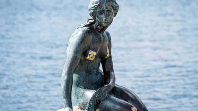 Estátua da 'Pequena Sereia' em Copenhaga foi novamente vandalizada