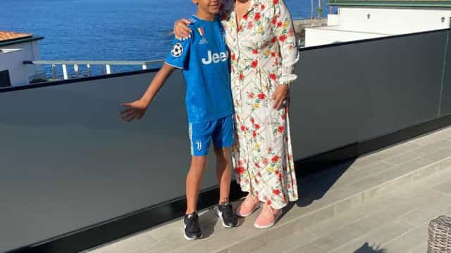 Na companhia de Cristianinho, Dolores Aveiro deseja boa sorte ao filho