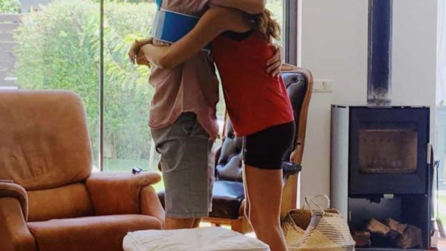 Após mais de um mês internado, pai de Carolina Patrocínio regressa a casa