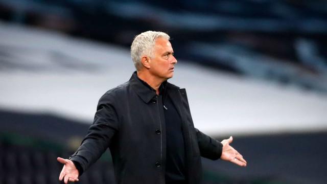 """Mourinho arrasa FA: """"Não fazem ideia do mundo que lideram"""""""
