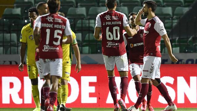 Paulinho arrasa em Paços de Ferreira e Sp. Braga não desiste do pódio