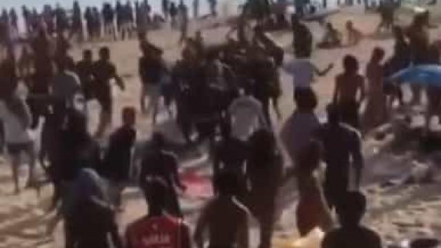 Dois adolescentes esfaqueados em rixa na praia do Tamariz