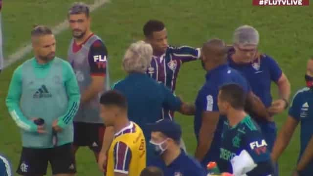 Treinador do Fluminense de cabeça perdida deixa Jesus de mão estendida