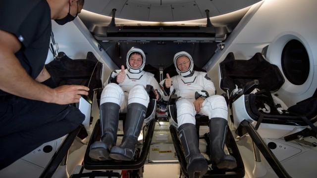 Chegou ao fim a primeira missão tripulada da SpaceX. Veja as fotografias