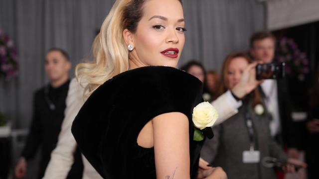 Rita Ora 'apanhada' em topless durante férias em Ibiza