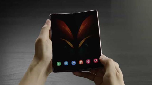 Galaxy Z Fold 2 é o novo smartphone de ecrã dobrável da Samsung