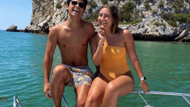 Filha de José Mourinho namora nas praias da Arrábida. Veja as fotos