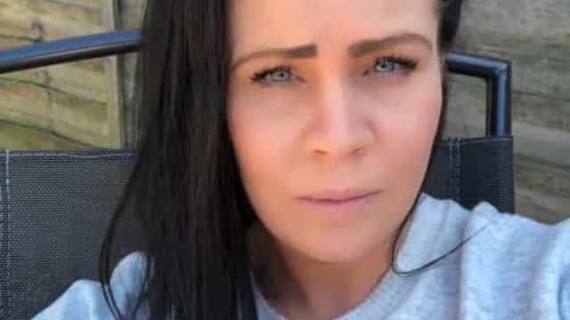 Mulher obcecada por limpezas morre após juntar lixívia com detergente