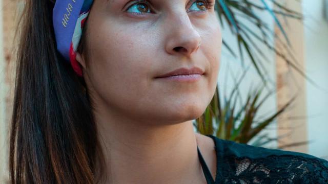d'enfiada: Dupla de bordadeiras cria fitas de cabelo personalizáveis