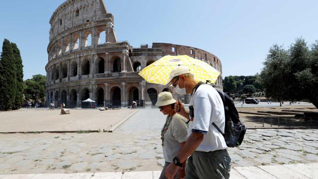 AO MINUTO: Itália perto dos 300 mil casos. Número elevado no Reino Unido