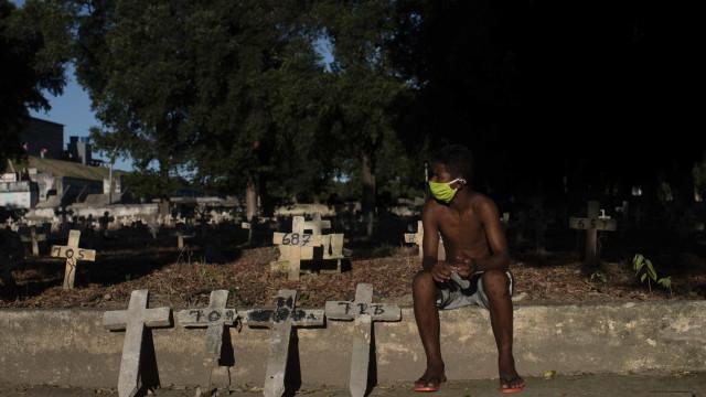 AO MINUTO: Aulas suspensas em escola de Lisboa. 16 mil casos no Brasil