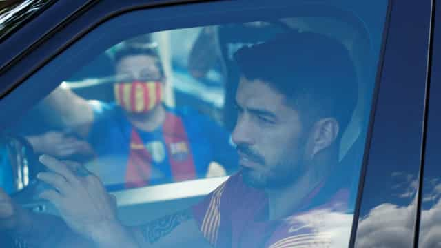 Luis Suárez rescinde e acerta contrato milionário com o Atlético
