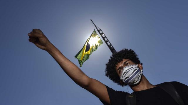 AO MINUTO: Sobem casos de pobreza em Portugal. 33 mil contágios no Brasil