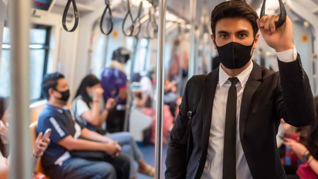 Nova estirpe do vírus é mais forte e máscara pode não ser suficiente