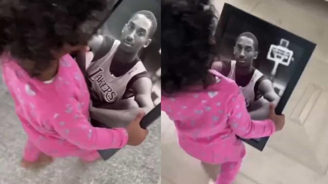 """Filha mais nova de Kobe Bryant diz """"papá"""" enquanto vê foto"""