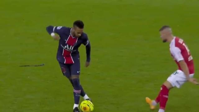 Que maldade, Neymar. A finta no Reims-PSG que já corre mundo