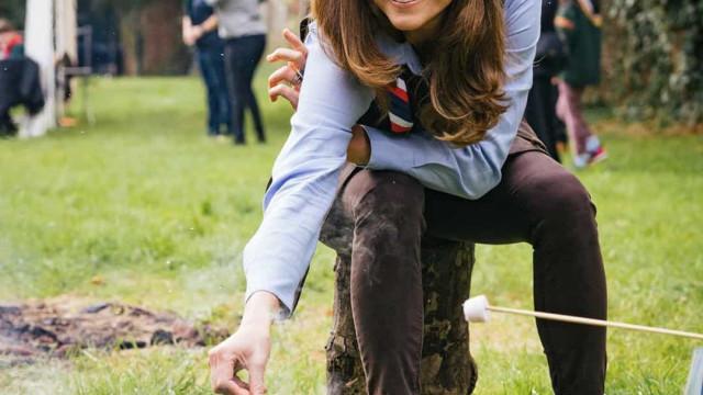 Kate Middleton, a escuteira! Duquesa mostra lado descontraído