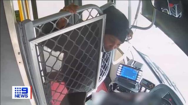 Polícia procura homem que cuspiu e tentou agredir motorista de autocarro