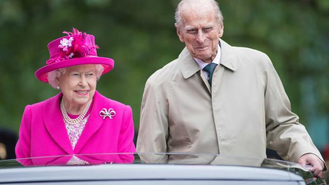 Rainha Isabel II levou o marido, Filipe, a largar vício quando se casaram