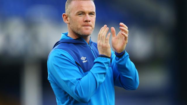 """Rooney """"furioso"""". Testou negativo à Covid-19, mas é obrigado a isolar-se"""
