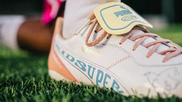 PUMA e Kidsuper lançam coleção inspirada na arte do futebol