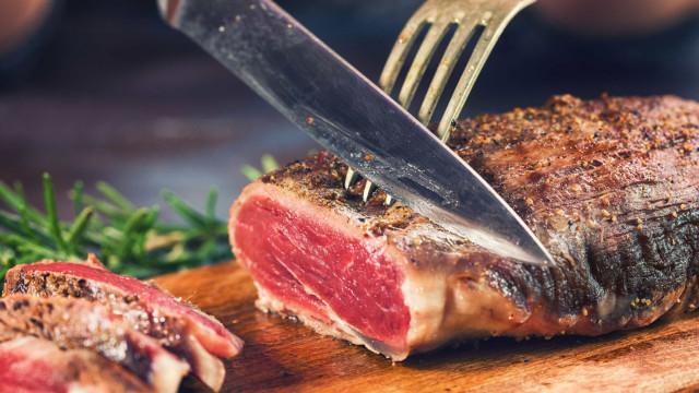 Três consequências de comer carne vermelha quase todos os dias