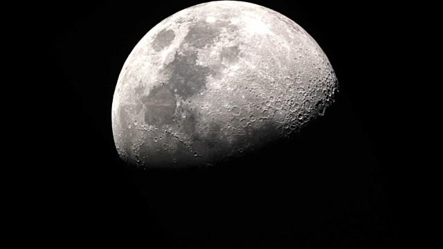 NASA diz ter encontrado água na superfície da Lua