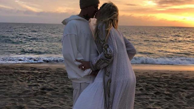 Jessica Hart fica noiva de James Kirkham. As imagens deste dia único