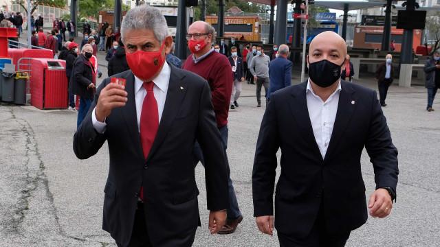 Eleições do Benfica: Afluência recorde e contagem pela noite dentro
