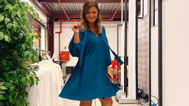 Vestido azul faz Maria Botelho Moniz brilhar no 'Extra do Big Brother'