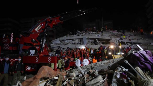 Número de vítimas de sismo na Turquia sobe para 17. Há 709 feridos